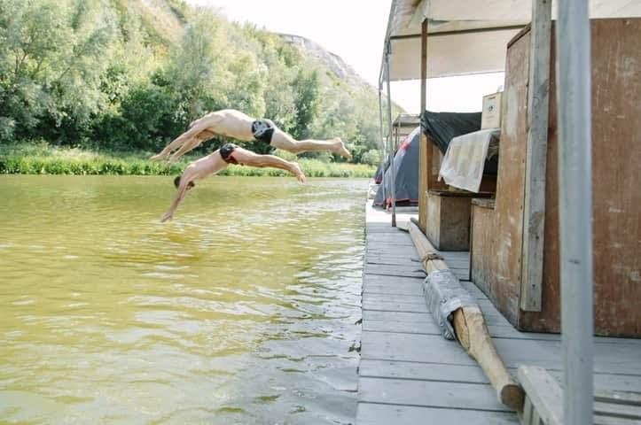 Развлечения на плоту во время сплава