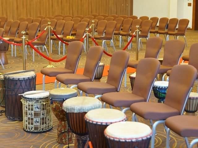Музыкальный интерактив с барабанами на конференции